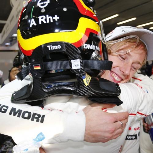 Timo Bernhard mit Helm Stefan Bellof 2015 | © Porsche AG