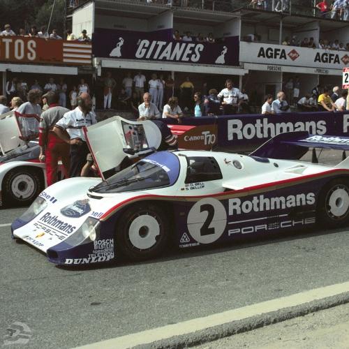 Spa-Francorchamps 1984, Siegerfahrzeug von Derek Bell und Stefan Bellof, hinter dem Fahrzeug stehend: Walter Näher | © Porsche AG